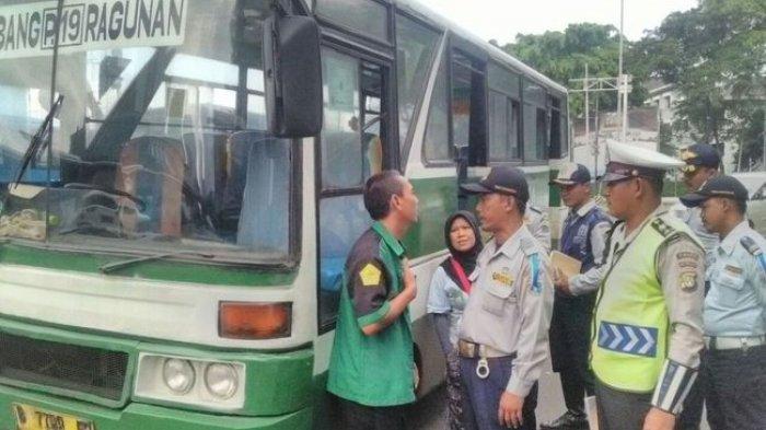 Suku Dinas Perhubungan Jakarta Selatan Razia Kopaja dan Metromini