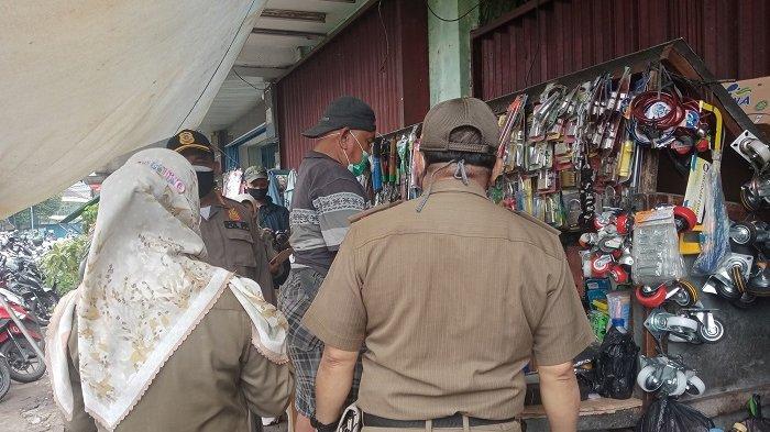 Terkena Razia PPKM Darurat, Pedagang Tua di Bekasi: Bingung Saya Besok Mau Makan Apa?