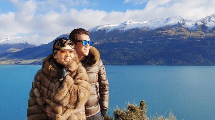 Syahrini dan Reino Barack liburan ke Selandia Baru.