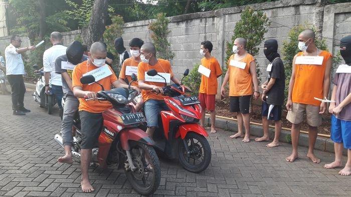 Geng Motor Peragakan 11 Adegan Rekontruksi Pembacokan Remaja di Tanjung Duren Jakarta Barat