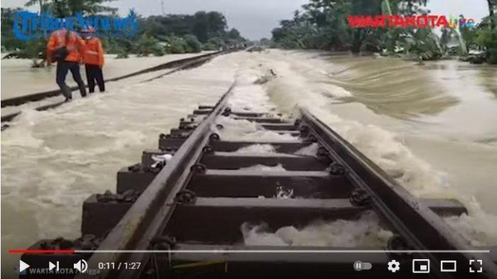 KAI Targetkan Sore Ini Jalur Rel Stasiun Kedunggedeh-Lemah Abang dapat Kembali Dilalui