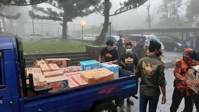 Hindari Kerumunan, Tugas Relawan Bantu Bencana Banjir Bandang Gunung Mas Puncak Bogor di Shift