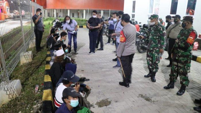 Jajaran Polresta Tangerang Polda Banten menggelar Operasi Yustisi di 3 titik gerbang tol. Tiga gerbang tol itu adalah Gerbang Tol Balaraja Barat, Gerbang Tol Balaraja Timur, dan Gerbang Tol Kedaton.