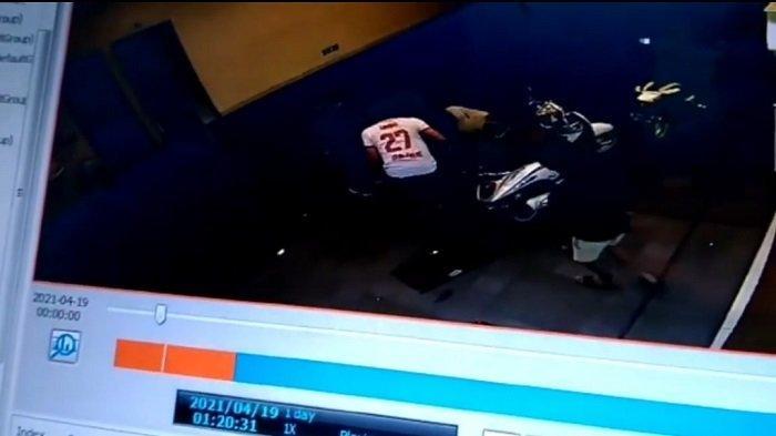 Seorang Remaja Jadi Korban Penusukan di Kalideres Terekam CCTV saat Dibawa ke RS Mitra Keluarga