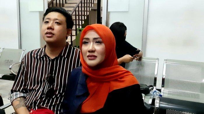 Ditemani Pablo Benua, Rey Utami Merayakan Ulang-tahunnya di Rumah Tahanan Polda Metro Jaya