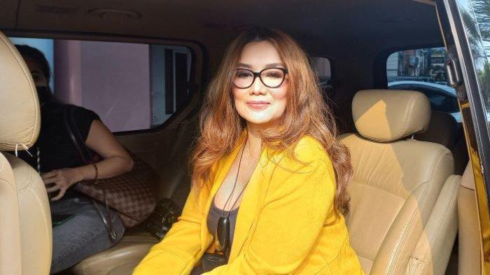 Penyanyi Reza Artamevia di kawasan Pondok Indah, Jakarta Selatan, Rabu (29/9/2021). Reza Artamevia berharap bisa menikah lagi setelah cerai dari mendiang Adjie Massaid medio 2005.