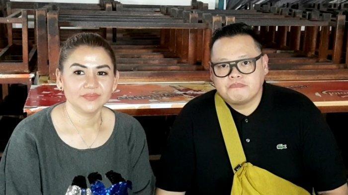 Reza Bukan di kawasan Mampang Prapatan, Jakarta Selatan, Selasa (29/9/2020). Saat itu Reza Bukan datang bersama Serevina Silaen, istri yang juga manajernya.