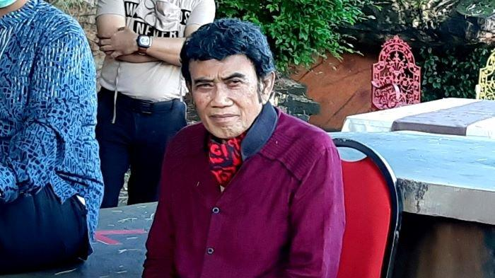 Rhoma Irama mengenalkan box set 50 tahun karier bermusiknya bersama Soneta yang berisi 50 lagunya di Soneta Record, Depok, Jawa Barat, Selasa (8/12/2020).