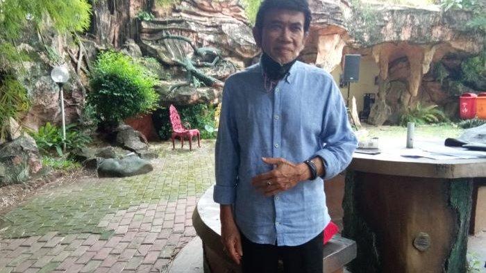 Raja Dangdut Rhoma Irama disela berbincang di Studio Soneta, kawasan Sukmajaya, Depok, Jawa Barat, Kamis (22/4/2021).