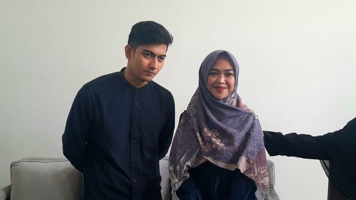 YouTuber Ria Ricis dan Teuku Ryan di pesantrennya, kawasan Pondok Aren, Tangerang Selatan, Senin (20/9/2021).