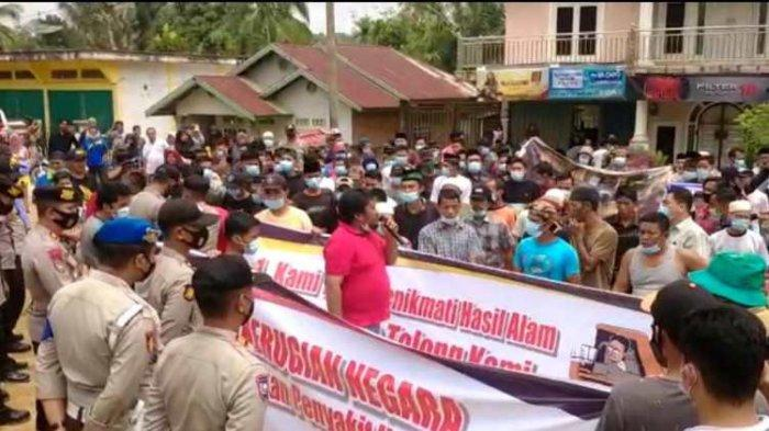 Tutup Akses Jalan, Ribuan Warga Rantau Pandan Gelar Aksi Menolak Aktivitas Pertambangan