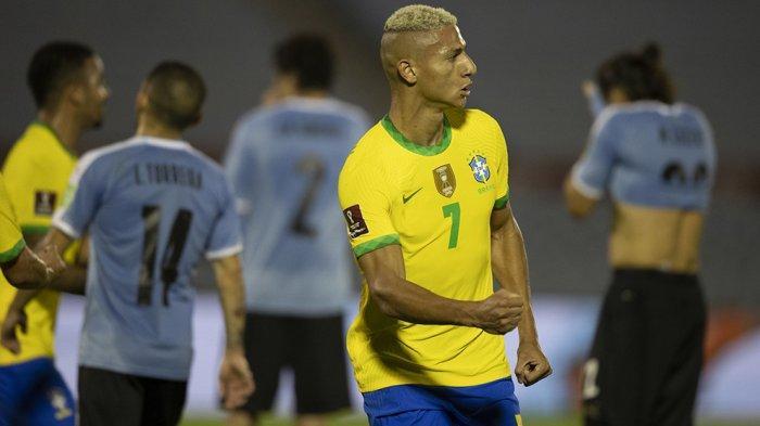 Richarlison mencetak gol kedua buat Timnas Brasil di kandang Uruguay pada laga kualifikasi Piala Dunia 2022