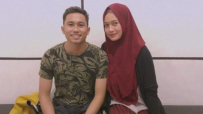 Ricky Fajrin menikah dengan Yulianindi Nenon pada bulan April 2019 lalu di kota Semarang, Jawa Tengah