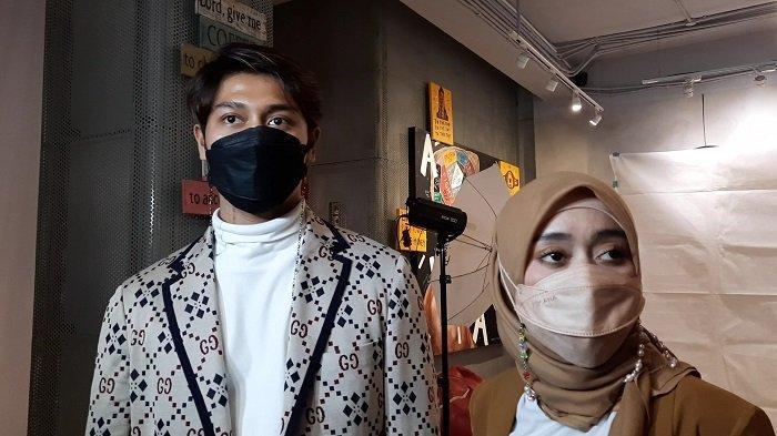 Rizky Billar dan Lesty Kejora saat menghadiri acara jumpa fans eksklusif bersama Leslar Lovers di Tanjung Duren, Jakarta Barat, Minggu (28/3/2021).