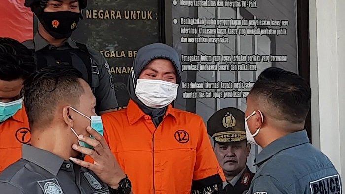 Rini Nangis Kejer Menyesal Jadi Pengedar Sabu dan Ganja setelah Ditangkap Jajaran Polres Tangsel