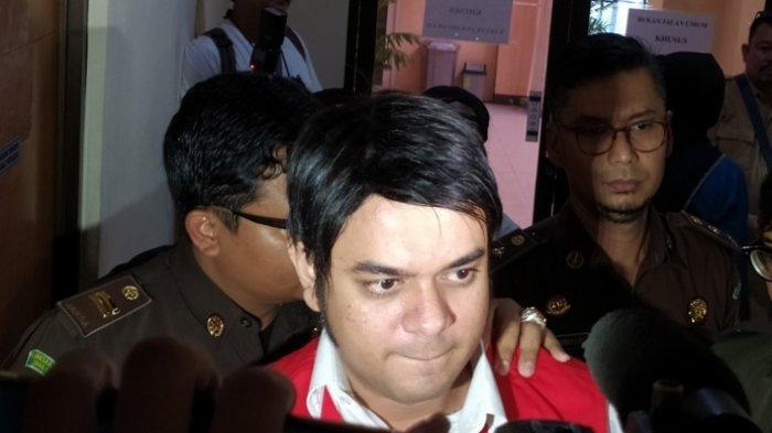 Rio Reifan kembali menjalani persidangan lanjutan kasus dugaan penyalahgunaan narkotika di Pengadilan Negeri Bekasi, Jawa Barat, Senin (10/2/2020). Pemain sinetron Tukang Bubur Naik Haji tersebut dijadwalkan akan mendengarkan putusan majelis hakim.
