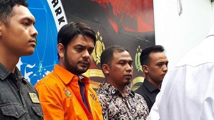 Pemain sinetron Rio Reifan di Polda Metro Jaya, Jakarta Selatan, Jumat (16/8/2019).