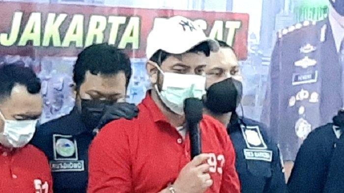 Pemain sinetron Rio Reifan di Polres Metro Jakarta Pusat, Rabu (21/4/2021). Rio Reifan ditangkap keempat kalinya atas kasus narkoba, Senin (19/4/2021).