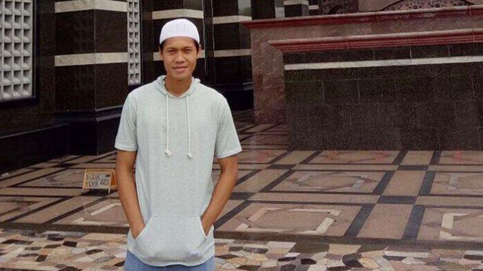 Rishadi Fauzi Striker Dewa United FC Isi Kegiatan Bulan Ramadan Dengan Tadarusan