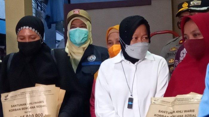 Mensos Risma Tinjau Lokasi Kebakaran di Matraman yang Menewaskan 10 Orang, Beri Santunan ke Korban