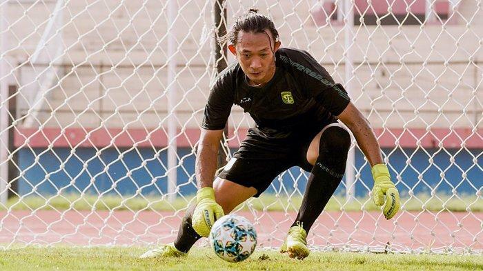 Mantan penjaga gawang Persebaya Surabaya, Rivky Mokodompit memutuskan bergabung dengan klub Liga 2 Dewa United FC karena ada sosok Kas Hartadi sebagai pelatih