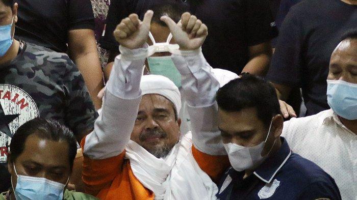 FOTO: Muhammad Rizieq Shihab Ditahan Kenakan Rompi Oranye dan Borgol Plastik