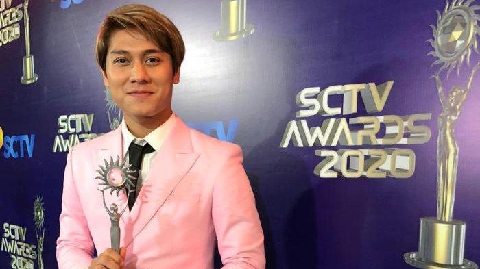 Rizky Billar meraih penghargaan pertamanya di SCTV Awards 2020 sebagai Artis Paling Sosmed di Studio Emtek, Jalan Daan Mogot, Kebon Jeruk, Jakarta Barat, Jumat (28/11/2020) malam.