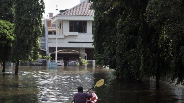 5 Fakta Banjir Rob di Pantai Mutiara, Sekda Bantah Tanggul Jebol, Ahok Pastikan Rumah Anaknya Aman