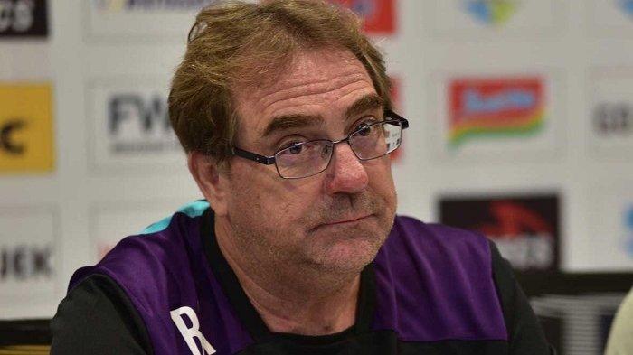 Robert Rene Alberts Menilai Ada Masalah Dalam Pembinaan Pesepak Bola Muda di Tanah Air