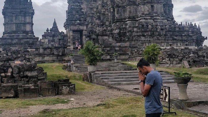 Gelandang Persija Jakarta Rohit Chand Isi Liburan Kunjungi Candi Prambanan