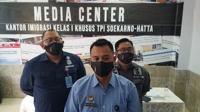 Imigrasi Bandara Soetta Jelaskan 153 Warga Tiongkok Berpakaian Hazmat yang Diperbolehkan Masuk