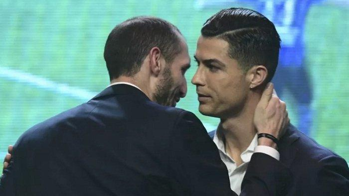 Megabintang Cristiano Ronaldo Kena Tegur Petugas Lapangan karena tak Pakai Masker
