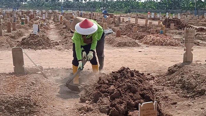 TANAH Makam Jenazah Covid-19 yang Ambles di TPU Rorotan Mulai Dibenahi
