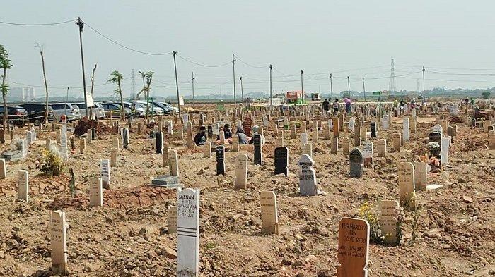 Pemakaman jenazah Covid-19 di TPU Rorotan, Cilincing, Jakarta Utara merosot drastis seiring dengan status DKI Jakarta yang menurun satu tingkat menjadi PPKM Level 3.