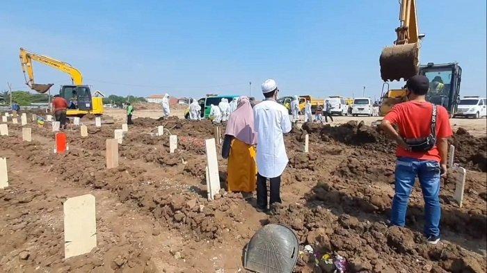 Susahnya Makamkan Jenazah Covid-19, Supriyanto Mesti Antre Hingga Rela Menunggu Mobil Ambulans 9 Jam