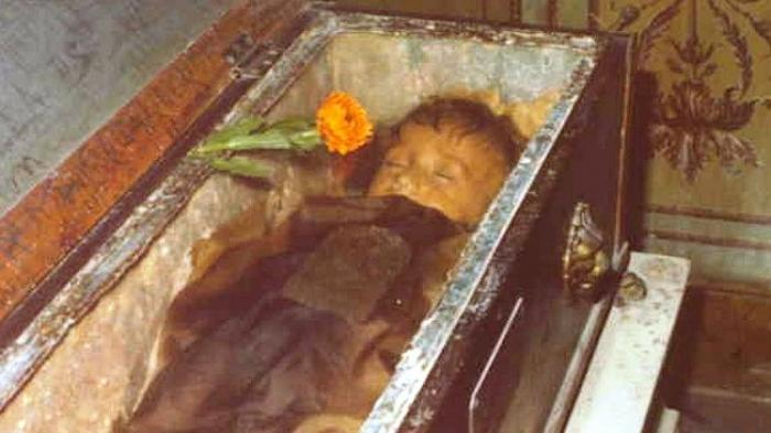 Mumi Bocah Hampir 90 Tahun hanya Tampak Seperti sedang Tidur Pulas