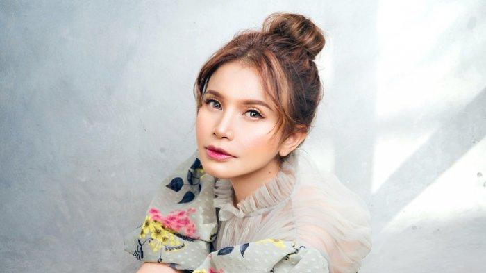 Penyanyi Rossa menganggap penggemarnya sebagai kunci sukses tetap eksis di industri musik Indonesia.