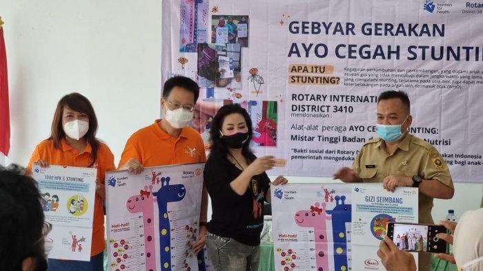 Rotary Club Jakarta Sunter Centennial mewakili Rotary International District 3410 menggelar Gerakan Ayo Cegah Stunting di aula kantor Kecamatan Cijeruk, Kabupaten Bogor, Senin (12/4/2021).