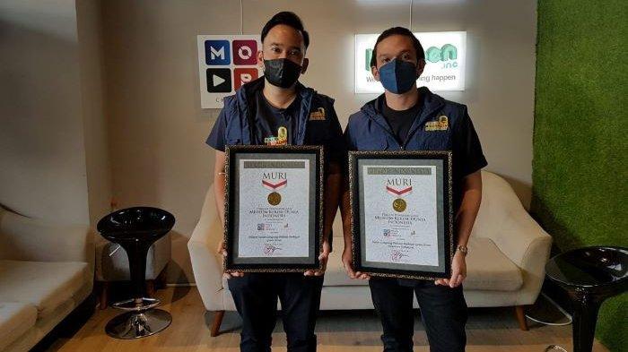 Ruben Onsu dan Jordi Onsu menerima dua penghargaan MURI setelah Untold Story Jilid II menjadi pelopor program live streaming berbayar kategori Pelopor Siaran Langsung Podcast Berbayar Genre Horor dan Siaran Langsung Podcast Berbayar Genre Horor Penonton Terbanyak, Senin (22/3/2021).