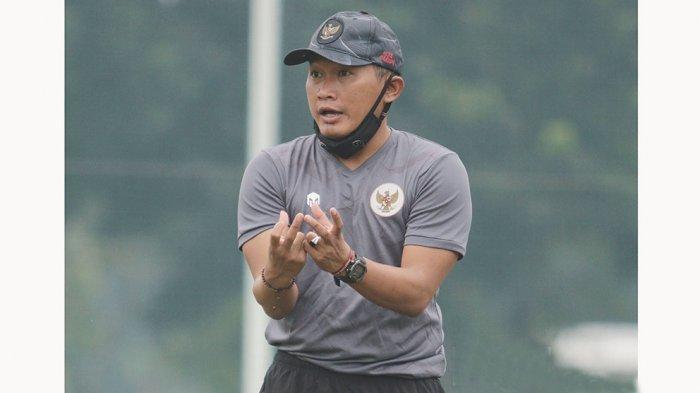 Pelatih Timnas Sepak Bola Wanita Indonesia Rudy Eka Priyambada