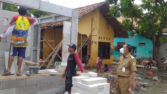 Rumah Warga Hanyut Terbawa Banjir Akibat Tanggul Sungai Citarum Jebol Mulai Dibangun