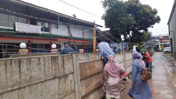 Wali Kota Tangerang Bakal Instruksikan Bongkar Pagar Beton yang Kurung Rumah Warga