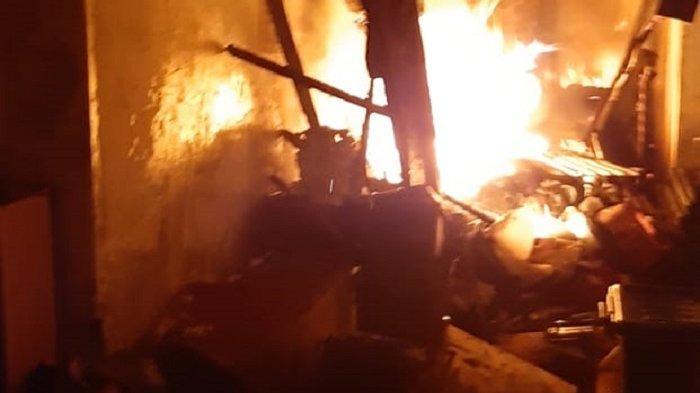 Rumah Mewah di Komplek Bina Marga Terbakar, Kerugian Hampir Rp1 Miliar