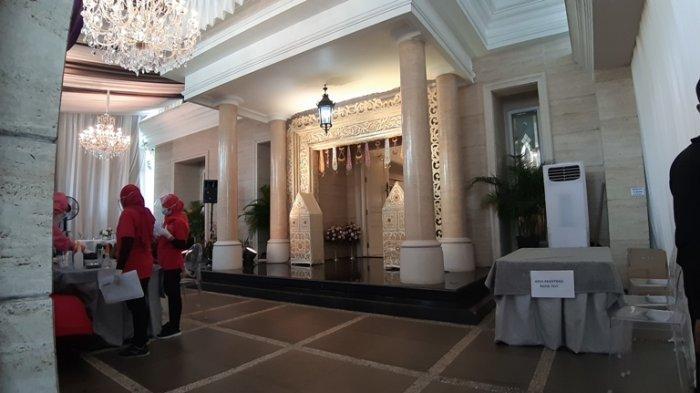 Rumah Nikita Willy yang berada di Perumahan Waringin Permai, Jatiwaringin, Jakarta Timur, Rabu (14/10/2020), mulai disiapkan untuk menggelar pengajian jelang pernikahan. Nikita Willy dan Indra Priawan siap menikah.