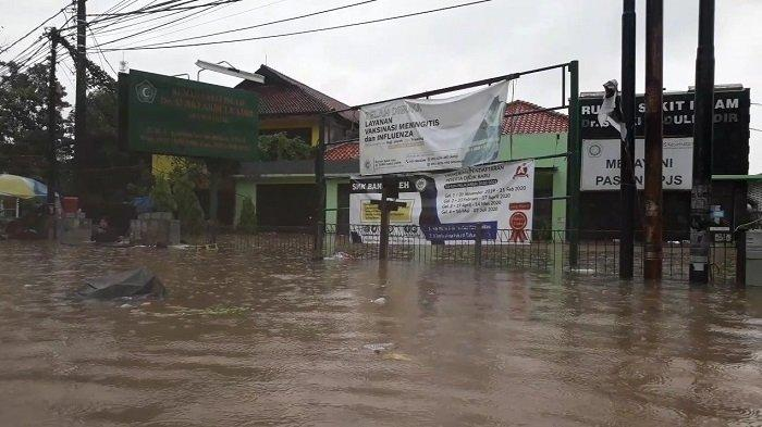 BAGAIKAN LAUTAN, Dua Rumah Sakit di Jalan RA Kartini Bekasi yang Terendam Banjir, Pasien Dievakuasi