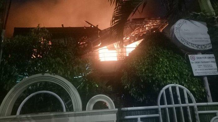Kebakaran Rumah Mewah, Saksi Mata Mengira Hanya Kepulan Asap Tebal