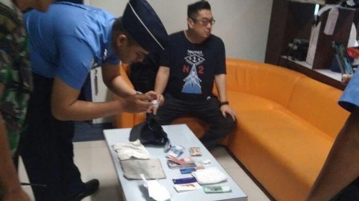 Penumpang Pesawat Tertangkap Basah Bawa Sabu Bening yang Dimasukkan Plastik Kacamata