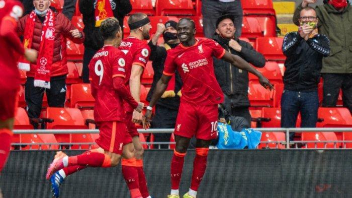 Para pemain Liverpool rayakan kemenangan atas Crystal Palace 2-0 melalui gol Sadio Mane. Kemenangan tersebut membuat Liverpool berposisi akhir 3 besar dan lolos Liga Champions.