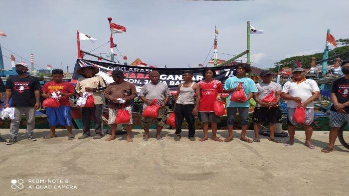 Dari Atas Perahu Sahabat Ganjar Cirebon Deklarasikan Dukung Ganjar Pranowo di Pilpres 2024
