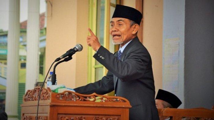 KH Hasan Abdullah Sahal, satu-satunya pimpinan Pondok Modern Darussalam Gontor, Ponorogo, Jawa Timur sepeninggal KH Syamsul Hadi Abdan dan KH Abdullah Syukri Zarkasyi.